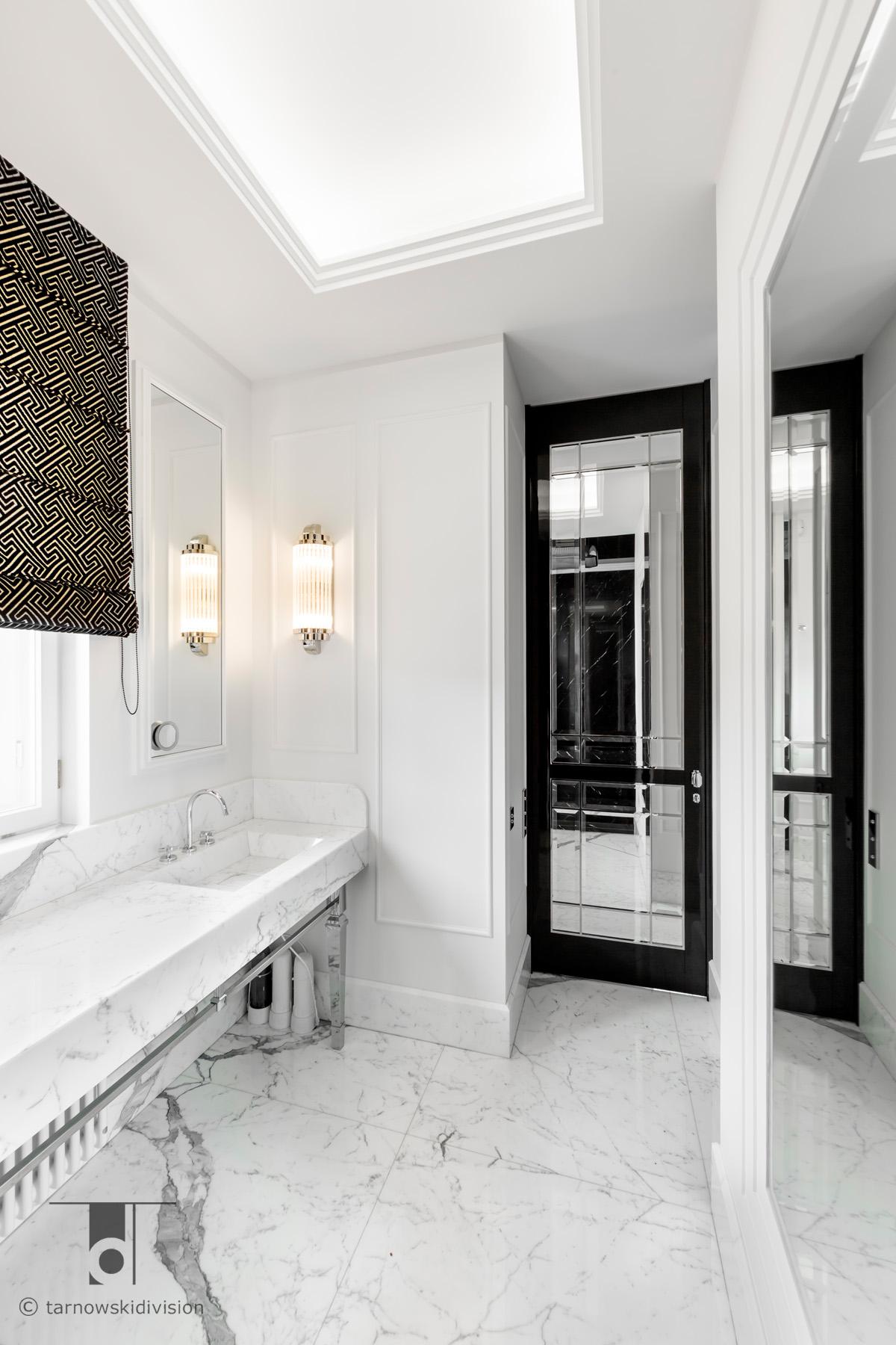 elegancka klasyczna łazienka umywalka z marmuru pokój kąpielowy marble basin bathroom interior_tarnowski division