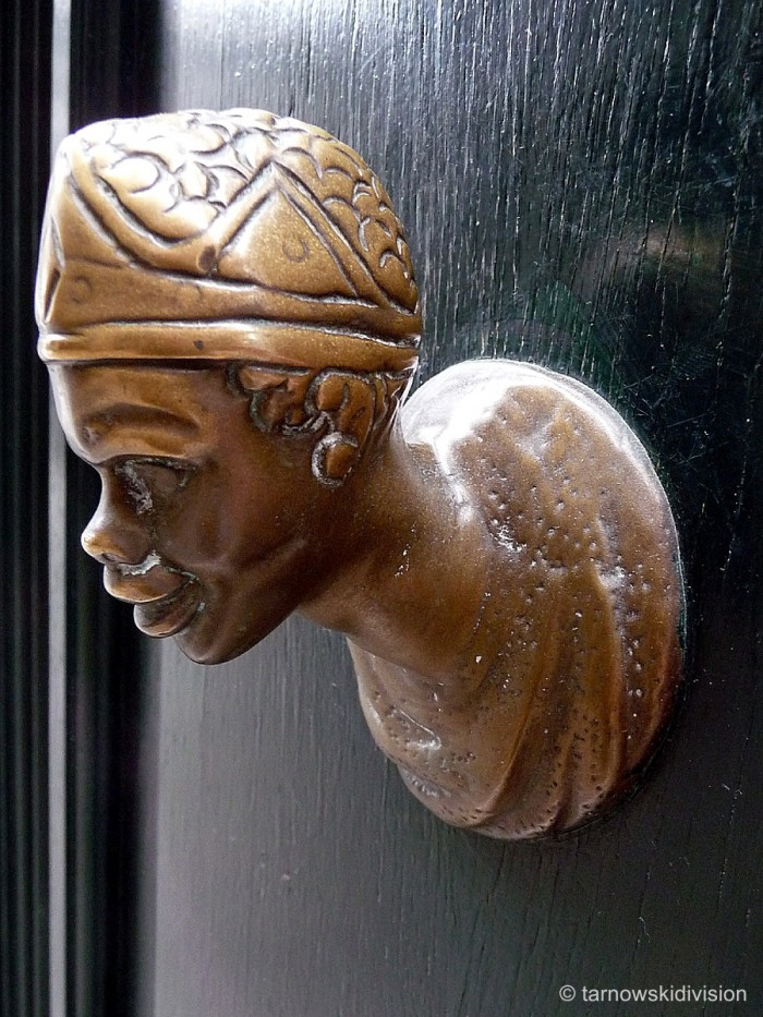Door knob like head