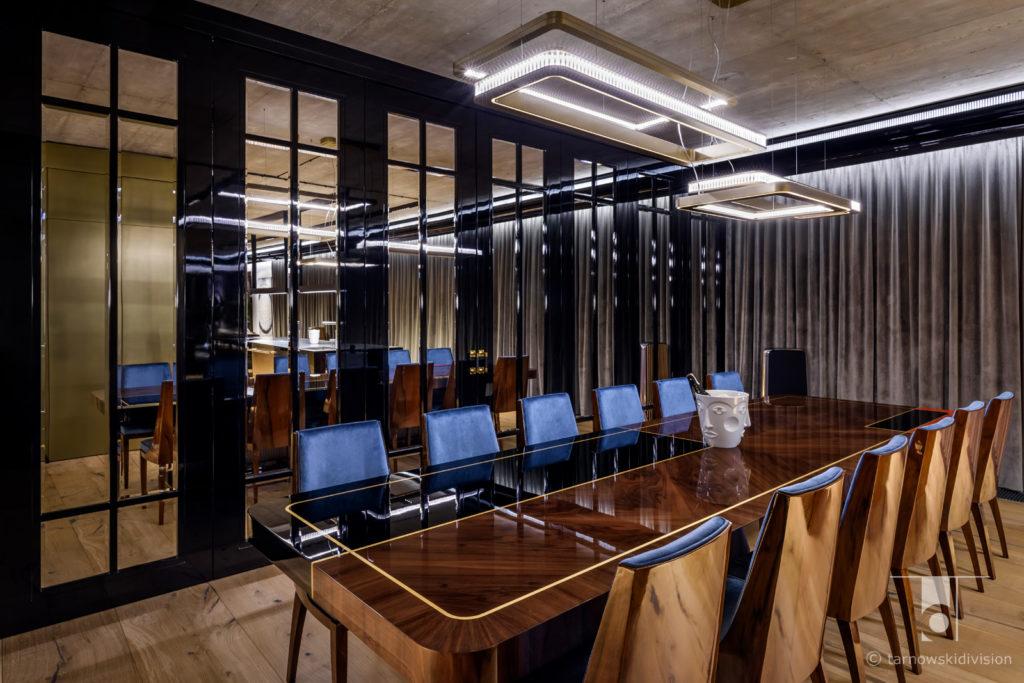 ekskluzywne wnętrza eleganckie wnętrze luksusowy apartament stół elegant table luxury apartament dining room_tarnowski division