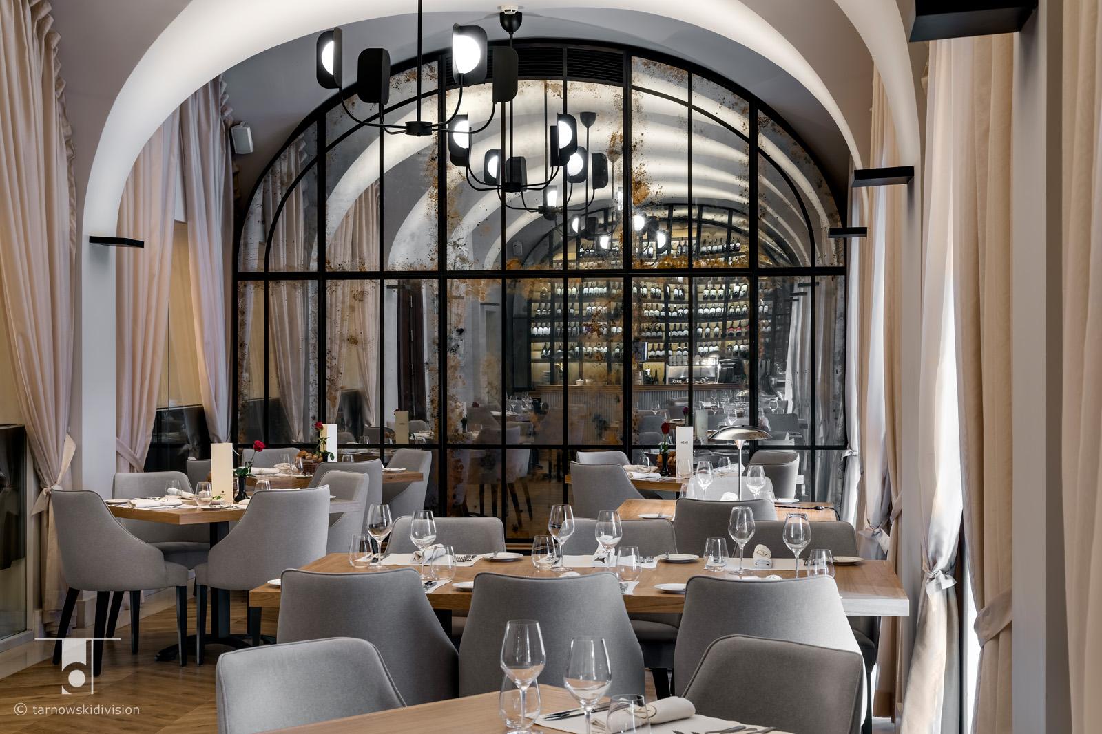 wnętrze restauracji La Rotisserie Mamaison Hotel Le Regina restauracja projekt wnętrz restaurant interior design_tarnowskidivision